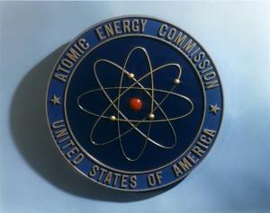 El modelo atómico de Rutherford es el logo de la Comisión estadounidense de energía atómica. Imagen extraída de la wikipedia.